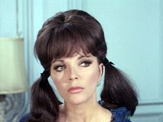 Dame Joan Collins, Classic Actresses, Nigella, Classic Hollywood, Mary, Celebs, Entertainment, Hairstyles, Queen