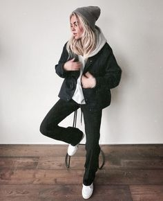 Claartje Rose, Dutch blogger, black flared trousers, white sneakers, winter fashion