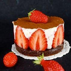 Chocolate-kissed Strawberry Mascarpone Cheesecake