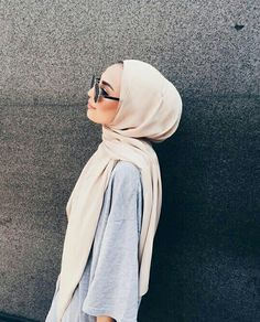 This is another way I commonly wear the hijab. Modern Hijab Fashion, Street Hijab Fashion, Islamic Fashion, Muslim Fashion, Modest Fashion, Muslim Girls, Muslim Women, Hijabs, Hijab Mode Inspiration