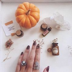 Playing with potions in my @shopdixi gems ✨ (aka, adding final touches to my Halloween costume)