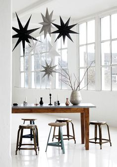 Extra Large White Cardboard Hanging 9 point Stars to hang alone or in clusters. Lovely Scandinavian Christmas Decorations from House Doctor at Design Vintage. Noel Christmas, Modern Christmas, Scandinavian Christmas, Christmas And New Year, White Christmas, Christmas Ideas, Christmas Presents, Christmas Journal, Christmas Mood
