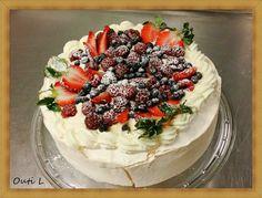 Tänään kokeilimme uutta kakkuohjetta. Ja se oli täydellinen menestys! Tämä kakku on todellakin nimensä mukaisesti enkelten kakku...