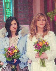 This photo makes me so happy #FRIENDS #Monica #Rachel #JenniferAniston #CourtneyCox #flowers #summer #wedding