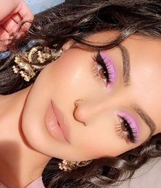 ⚡️ RETRO AF ⚡️ Obsessing over lilac tones and light purples right now wh. - - ⚡️ RETRO AF ⚡️ Obsessing over lilac tones and light purples right now wh. Makeup Eye Looks, Day Makeup, Cute Makeup, Makeup Goals, Pretty Makeup, Skin Makeup, Eyeshadow Makeup, Makeup Tips, Makeup Ideas