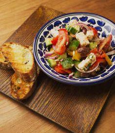 salade grecque Nutrition, Bruschetta, Chicken, Ethnic Recipes, Food, Greek Salad, Recipes, Meals, Impala