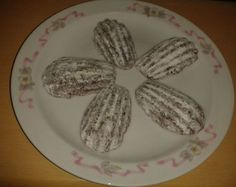 Fotorecept: Medvedie labky - Tradičné Vianočné pečivo. Christmas Baking, Eggs, Plates, Breakfast, Tableware, Food, Licence Plates, Morning Coffee, Dishes