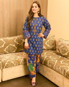 Beautiful Pakistani Dresses, Pakistani Formal Dresses, Pakistani Fashion Party Wear, Pakistani Clothing, Pakistani Outfits, Indian Dresses, Indian Fashion, Pakistani Kurta Designs, Pakistani Dress Design