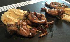 Los Palillos Bar:  ancas de rana con hummus libanés