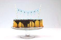 #alternatief #alternatieven #schuit #met #muisjes #cake #chocolade #vlag #vlaggetjes #baby #babyboy #babygirl #girl #boy #meisje #jongen #traktatie #snel #makkelijk #simpel #babyblog #hippegeboortekaartjes Baby Boy, Birthday Cake, Desserts, Food, Mars, Tailgate Desserts, Deserts, Birthday Cakes, Essen