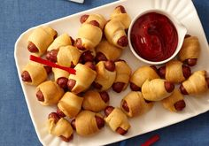 Pigs-in-a-Blanket Kid Friendly Birthday Party Food .on this same page there is a great section about how to improve on your store bought cake mix. Totally doing it! Birthday Party Snacks, Snacks Für Party, Appetizers For Party, Appetizer Recipes, Snack Recipes, Cooking Recipes, Birthday Appetizers, Birthday Kids, Party Recipes