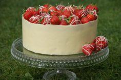 Chocolate collar on Strawberry Cake