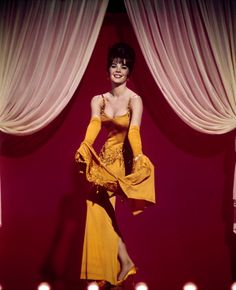 Gypsy Natalie Wood in one of her most famous roles- Lem Me Entertain YOU- and she did in GYPSY
