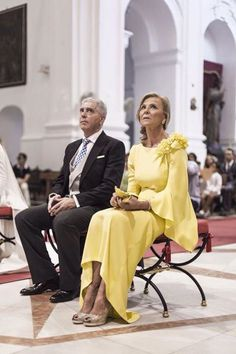 Godmothers and guests, to be the most elegant at a family wedding Looks Chic, Yellow Dress, Mother Of The Bride, The Dress, Dress To Impress, Wedding Dresses, Party Dresses, Womens Fashion, Fashion Design