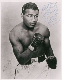 Sugar Ray Robinson Boxing Champion often called the best fighter in the history of boxing. Born in Ailey, GA Sugar Ray Robinson, Mike Tyson, Sports Images, Sports Photos, Muhammad Ali, Bon Sport, Boxing Images, Rugby, Boxing Posters