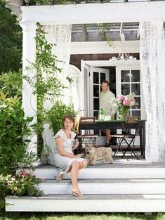Front porches and back patios are our favorite spots to relax in the warmer months. Make yours your favorite escape too with these best front porch ideas, including outdoor decorating ideas, patio ideas, and more. Outdoor Rooms, Outdoor Living, Outdoor Decor, Outdoor Ideas, Patio Wedding, House With Porch, House Deck, Backyard Retreat, Back Patio