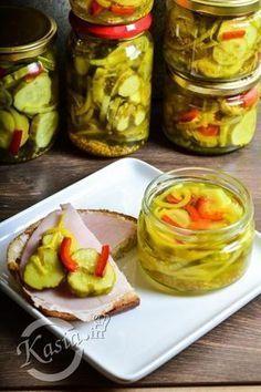 Przełom lipca i sierpnia, to czas w którym w mojej kuchni wszędzie dookoła stoją słoiki, worki z cukrem i solą, a na blacie codziennie leżą kilogramy warzyw i owoców, które przerabiamy na z... Healthy Tips, Healthy Recipes, Polish Recipes, Pickles, Cucumber, Salads, Chutney, Paleo, Food And Drink
