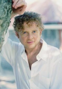 Pictures Of You, Pretty Pictures, Mick Hucknall, Simply Red, Pop Bands, How To Feel Beautiful, Musicians, Ears, Singer