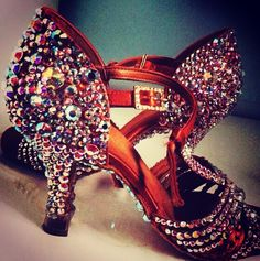 Танцевальная обувь может быть лучшим украшением вашего танцевального образа!