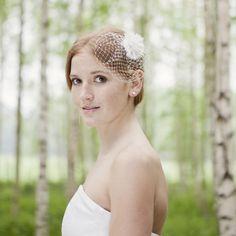 noni - Flora- Headpiece mit mittelgroßer Fächerblume und Hutschleier in elfen