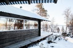 Aslak Haanshuus Arkitekter created the 'Cabin at Femunden' close to Femundsmarka National Park, the largest continuous wilderness area in Southern Scandinavia. Old Cabins, Lake Cabins, Ideas De Cabina, One Room Cabins, Norway Design, Small Log Cabin, Lakeside Cabin, Modern Cottage, Old Buildings