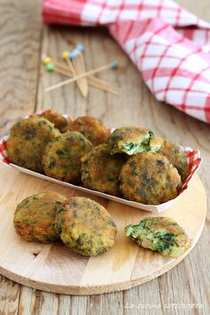 Polpette di patate e spinaci Vegetarian Recipes Easy, Clean Recipes, Cooking Recipes, Confort Food, Veggie Side Dishes, Food Humor, International Recipes, Vegan Dishes, Italian Recipes