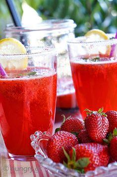 Λεμονάδα Φράουλας Cookbook Recipes, Cooking Recipes, Ice Cream Drinks, Greek Sweets, Strawberry Lemonade, Soul Food, Smoothies, Brunch, Frozen