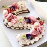Taartnummers en letters – DE trend voor 2018 The Number & Letter Cakes & … – anniversaire - Torten Pretty Cakes, Beautiful Cakes, Amazing Cakes, Monogram Cookies, Monogram Cake, Cake Cookies, Cupcake Cakes, Cupcakes, Cream Cookies