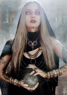 Fantasy Witch, Witch Art, Dark Fantasy Art, Dark Fantasy Makeup, Witch Photos, Halloween Photos, Plus Size Halloween, Halloween Fancy Dress, Dark Beauty