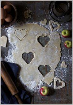 Valentine's Day Linzer Cookies with Fruit Jams  www.rileymadel.blogspot.com
