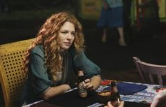I just can't get over Rachelle Lefevre's hair.  Love it!