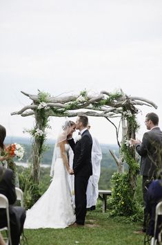 Wedding Decor Inspiration – Ceremony Backdrops from Junebug's Real Weddings Library Photo by: Richard Israel  june.bg/1nsyIku