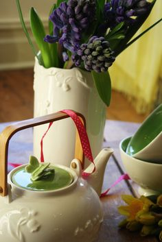 #AlisonAppleton #Woodland #Teapot #Teacups #Vase #Flower #Spring #Fresh #Easter #Ceramics #Tea #Flowers