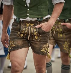 Nothing but leather pants - Jungs in Tracht Lederhosen - Oktoberfest Leather Men, Leather Pants, Dress Down Friday, Hot Rugby Players, Traditional Dresses, Menswear, Man Shop, Mens Fashion, Germany