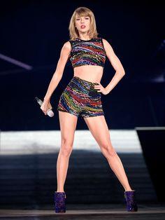 Taylor Swift poses in plunging Elie Saab gown for Vogue Australia Taylor Swift Hot, Concert Taylor Swift, Style Taylor Swift, Taylor Swift Quiz, Live Taylor, Mtv Video Music Award, Music Awards, Popsugar, Elie Saab