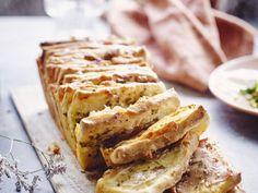 Hartig breekbrood - Libelle Lekker  Dit breekbrood is helemaal homemade en ideaal om mee uit te pakken. Perfect om te serveren bij een brunch! Opgelet: het brood moet een nachtje rusten.