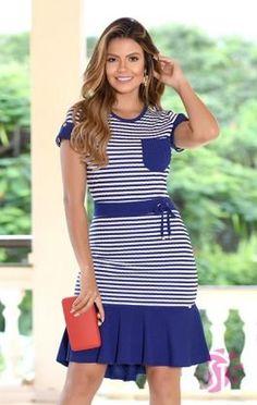 0e7bf64be7 modelo cabelo loiro vestido longo com fenda lateral listrado