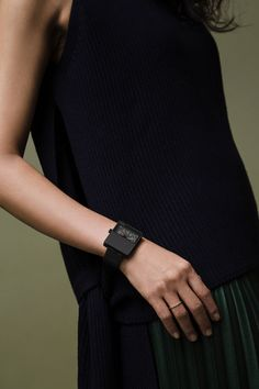 Mininmal black watch