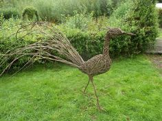 Garden Art - New ideas Driftwood Sculpture, Bird Sculpture, Modern Sculpture, Garden Sculpture, Willow Branches, Willow Tree, Land Art, Willow Garden, Art Et Architecture
