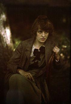 martacarallas:    Autochrome by Alfred Stieglitz, of Flora Stieglitz Straus, 1915.