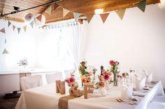 Eine Boho-Hochzeit im Grünwalder Forstwirt bei München, fotografiert von Anna-Lena Zintel. Boho Stil, Anna, Table Decorations, Wedding, Furniture, Home Decor, Flowers, Projects, Valentines Day Weddings
