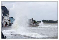 Bretagne - Finistère : 17 octobre, L'Ile-Tudy, côté mer, coëfficient de 108 mais heureusement le vent a faibli avant la marée haute... beaucoup de monde au spectacle et même une équipe de France 2  Finistère Bretagne