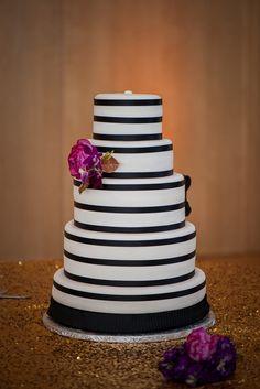 Elegant Black and White Wedding Cake With Fresh Flowers   Photo: Pottinger Photography   Cake: Ashlynn Lee Cakes  