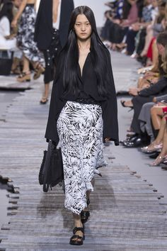 Michael Kors Collection Spring 2018 Ready-to-Wear Collection Photos - Vogue  New York 21d10863eae