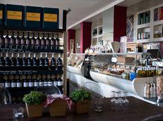 Den Abend verbringt man zwischen über hundert ausgewählten Weinen aus Italien, Deutschland und Spanien sowie aus Übersee, die man auch einzeln oder in Kartons bei uns einkaufen kann. Restaurant, Sevilla Spain, Shopping, Germany, Diner Restaurant, Restaurants, Dining