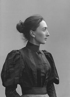 Aino Sibelius August 1871 – 8 June was the beloved wife of Finnish composer Jean Sibelius. Edwardian Fashion, 1890s Fashion, Vintage Fashion, Historical Costume, Historical Photos, Old Pictures, Old Photos, Vintage Photographs, Vintage Photos