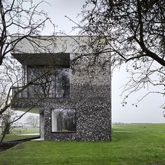 Flint House by Skene Catling De La Pena, wins the prestigious RIBA 2016 'House of the Year' award on Channel Grand Designs: House of the Year Architecture Design, British Architecture, Residential Architecture, Contemporary Architecture, Architecture Wallpaper, Amazing Architecture, Rothschild House, Manor Stone, Terrazo