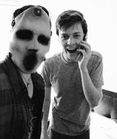 Bex wearing the killer's mask and John Karna Mtv Scream, Scream Show, Scream Movie, Scream Tv Series Cast, Scream Cast, Saga, Bex Taylor Klaus, People Art, Halloween Horror