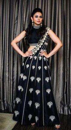 Rakul Preet South Actress, South Indian Actress, Indian Actress Photos, Indian Actresses, Dev Movie, Girl Trends, Lehenga Collection, Heroine Photos, Lahenga