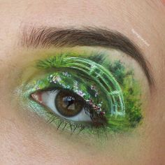 Makeup für Ameisen: Sie schafft winzige Gemälde auf ihre Augenlider - Monet Brücke